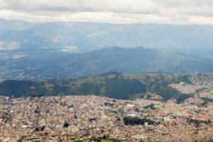 Vista aérea de la ciudad de Quito, Ecuador, donde se celebró la conferencia ONU-Hábitat III en octubre de 2016 (Secretaría de Hábitat III).